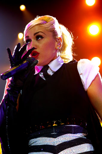 http://www.ulrikebiets.com/wp-content/gallery/music-on-stage/gwen2.jpg